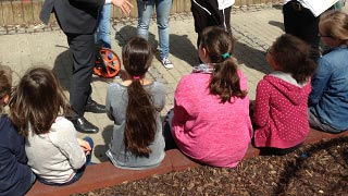 """Kinder und PolitikerInnen bei einer der Sitzungen von """"Ich mach' mit in Neubau"""""""