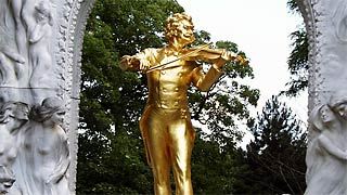 Golden sculpture of Johann Strauss