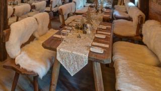 gedeckter Weihnachtstisch © Alm Advent Veranstaltungs GmbH