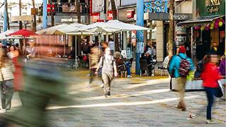 Personen in der FußgängerInnenzone Mariahilfer Straße