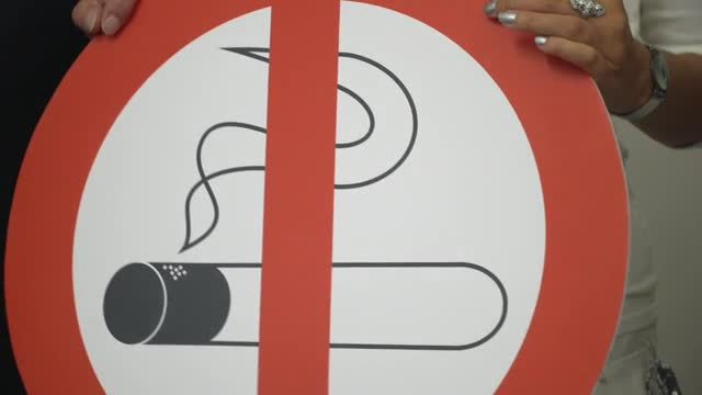 Wien klagt Rauchverbot in Lokalen ein